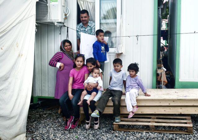 Rodzina afgańskich uchodźców w Atenach