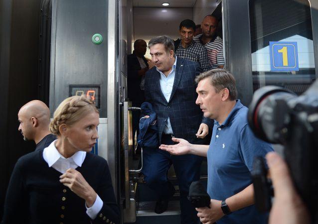 Michaił Saakaszwili na dworcu klejowym w Przemyślu