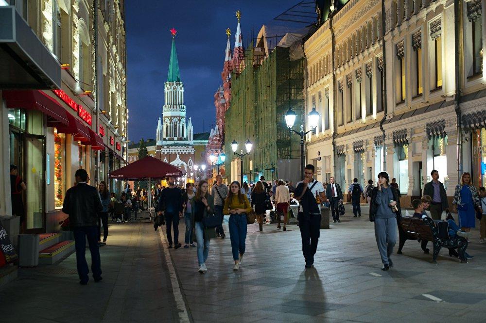 Ulica Nikolska prowadzi od Placu Czerwonego do Placu Łubiańskiego.