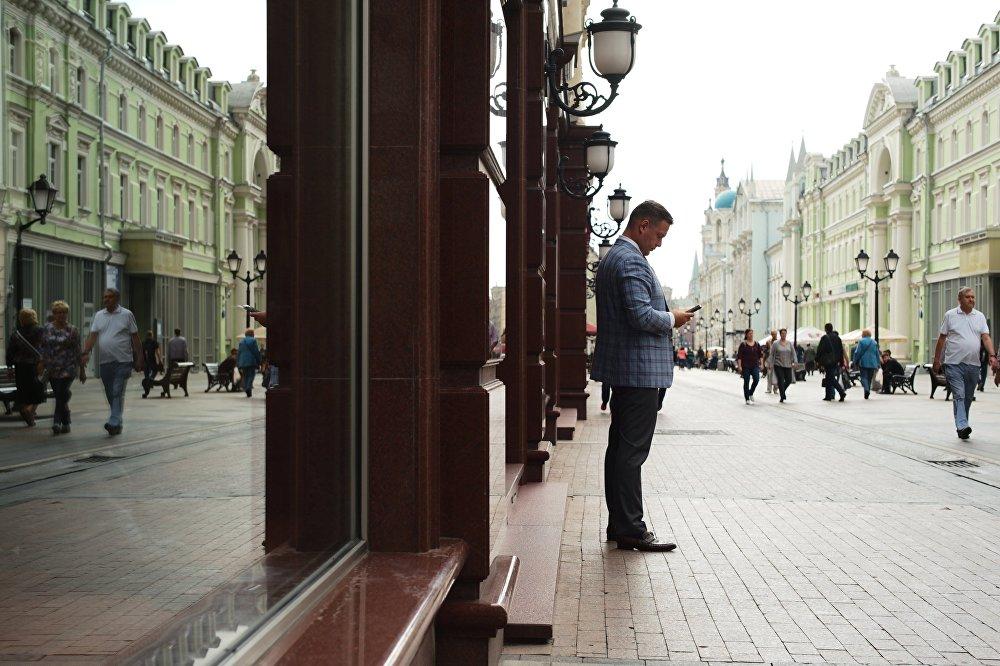 Od sierpnia 2013 roku Nikolska jest ulicą dla pieszych.