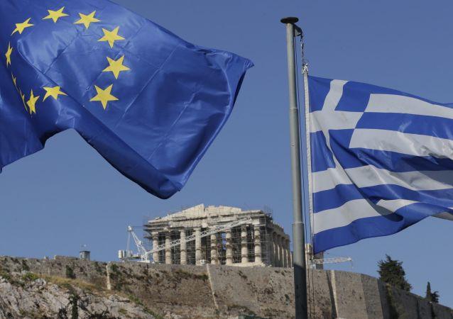 Flagi UE i Grecji w Atenach