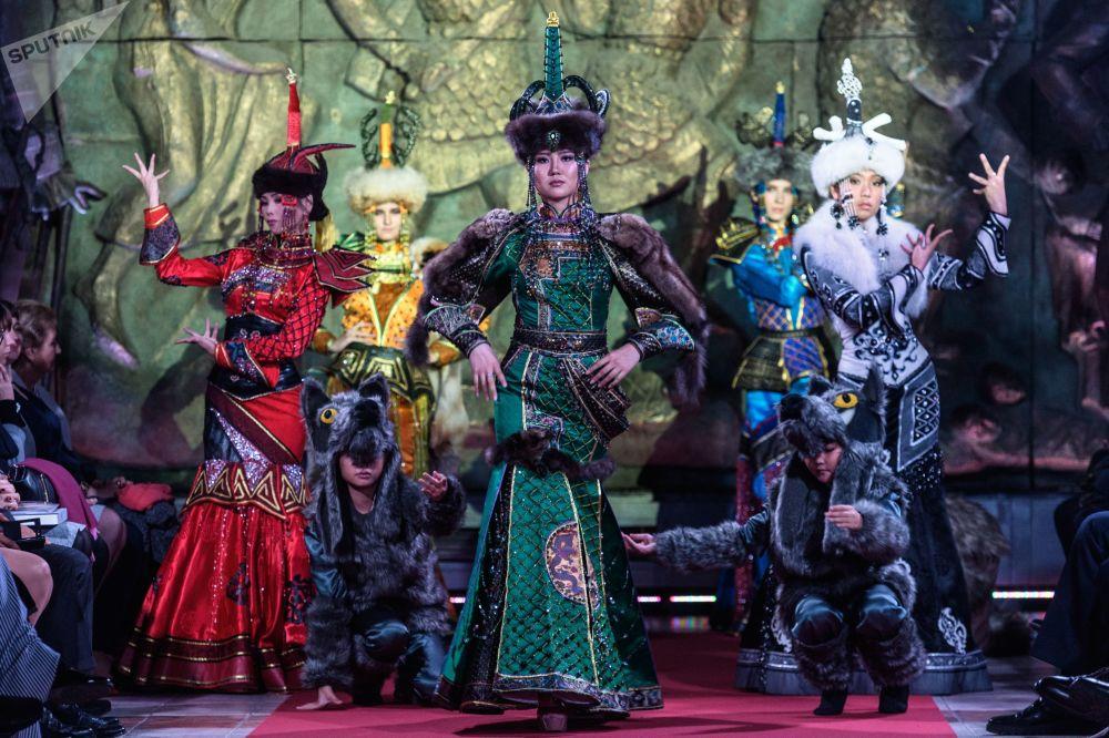 Specjalny pokaz mody, poświęcony 260-leciu Rosyjskiej Akademii Sztuk odbył się w Moskwie 19 września.