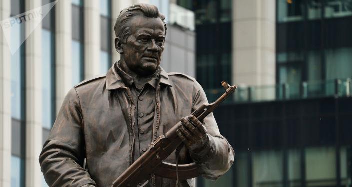 Pomnik Michaiła Kałasznikowa w Moskwie