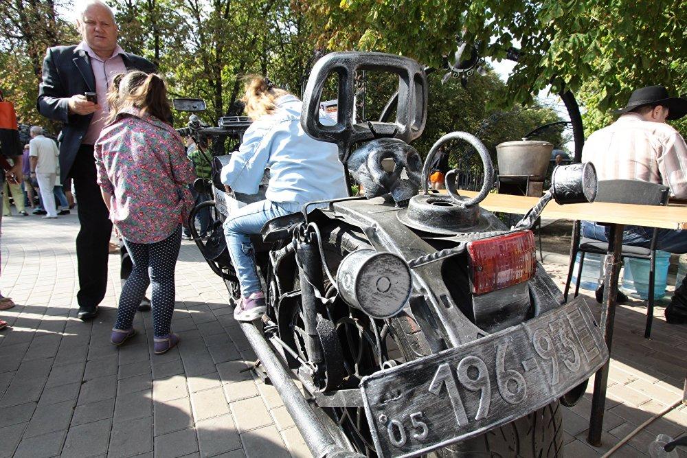 Wyroby kowalskie na festiwalu w Doniecku.