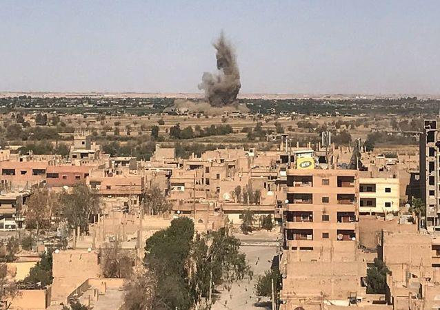 Widok na Dajr az-Zaur, gdzie trwają walki między syryjską armią i terrorystami PI
