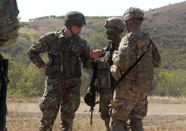Amerykańscy i macedońscy żołnierze na wspólnych ćwiczeniach w Macedonii