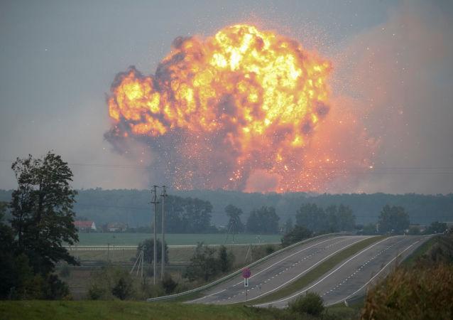 Pożar i wybuchy w magazynach amunicji w pobliżu miasta Kalinówka w obwodzie winnickim, Ukraina