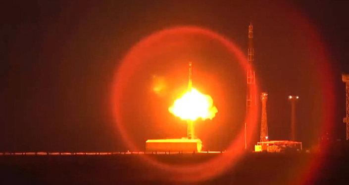 Rosyjscy wojskowi przetestowali  międzykontynentalną rakietę Topol