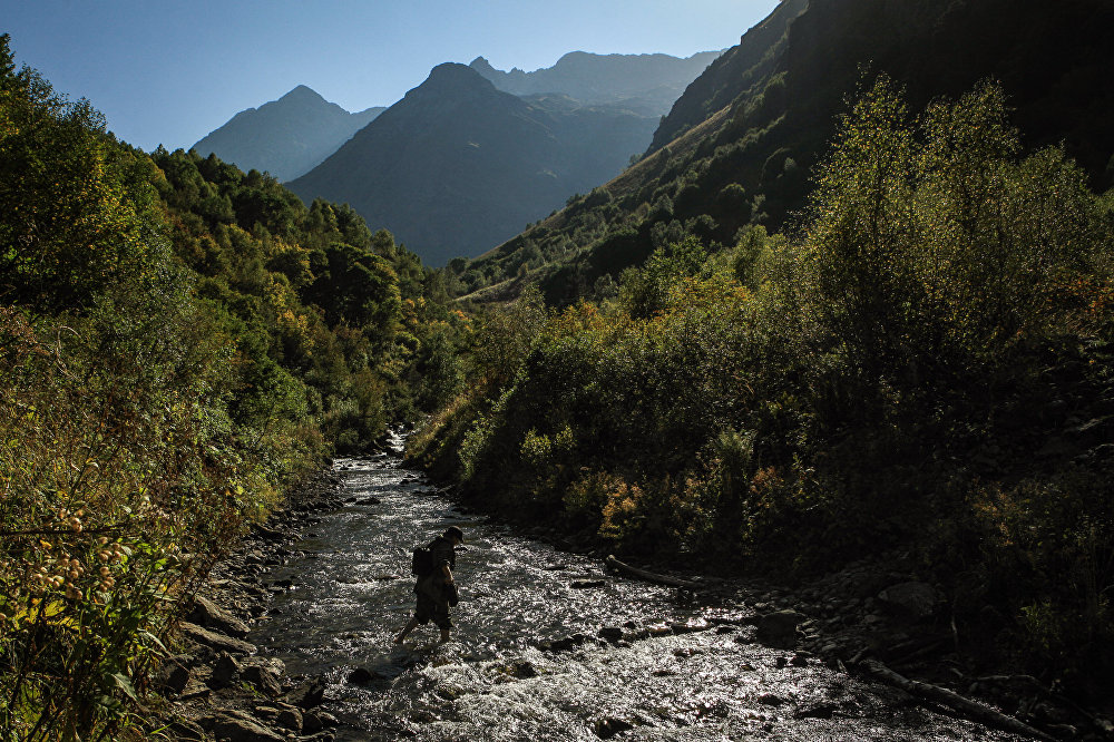 Dolina rzeki Imierietinki na terenie wschodniej części Kaukaskiego Rezerwatu Biosfery (Republika Karaczajo-Czerkiesji).