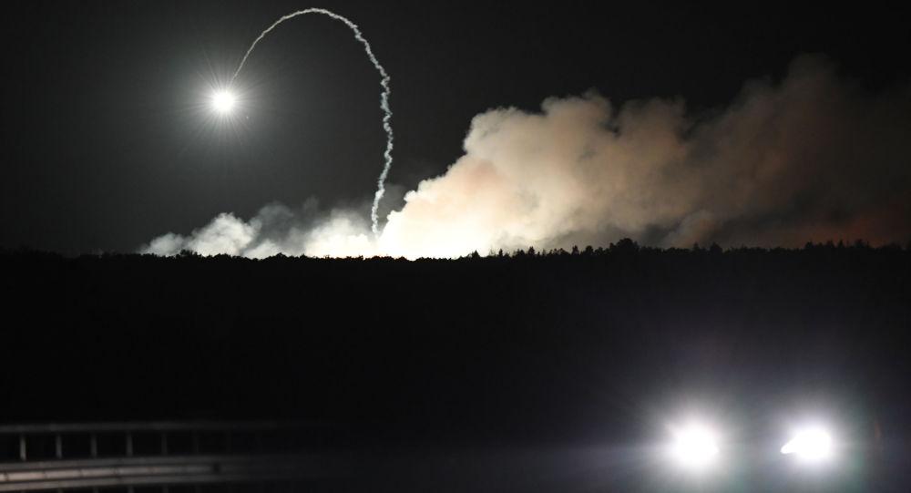 Pożar i eksplozje w składach amunicji w pobliżu miasta Kalinówka w obwodzie winnickim na Ukrainie