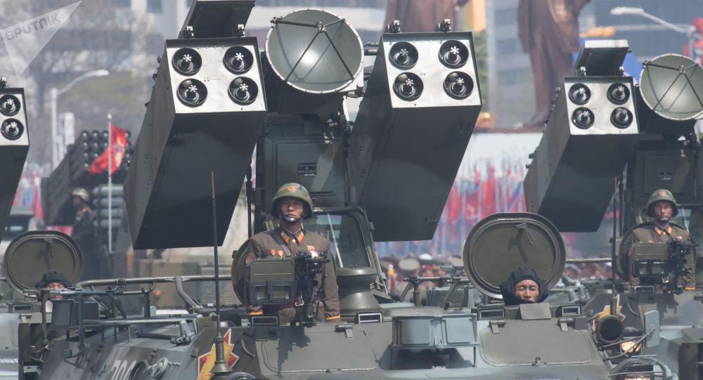 Wyrzutnia Koreańskiej Armii Ludowej w czasie defilady z okazji 105. rocznicy urodzina założyciela północnokoreańskiego państwa Kim Ir Sena