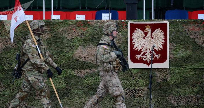Amerykańscy wojskowi na uroczystości powitania wielonarodowego batalionu NATO pod dowództwem USA w Orzeszu
