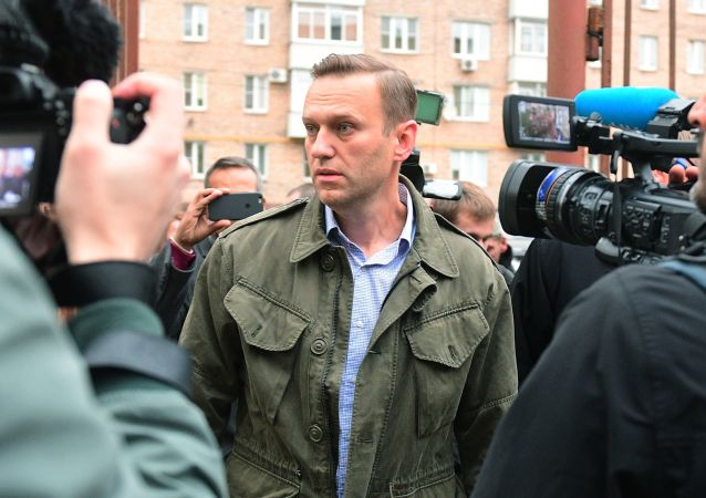 Rosyjski polityk i działacz publiczny Aleksiej Nawalny pod budynkiem Sądu Okręgowego w Moskwie