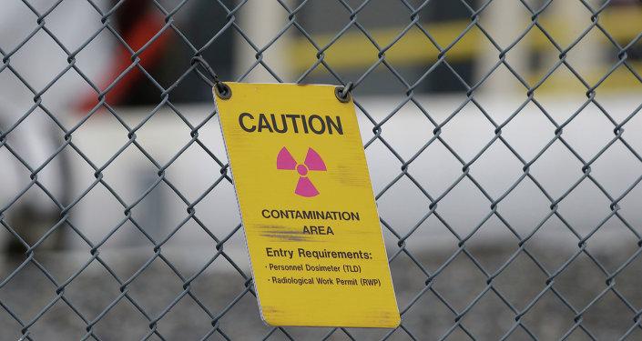 Ogrodzenie ostrzegawcze przed magazynem odpadów radioaktywnych
