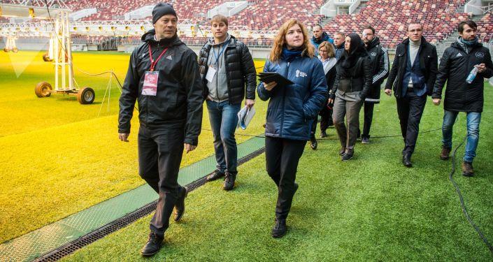 Inspektorzy FIFA na stadionie Łyżniki w Moskwie