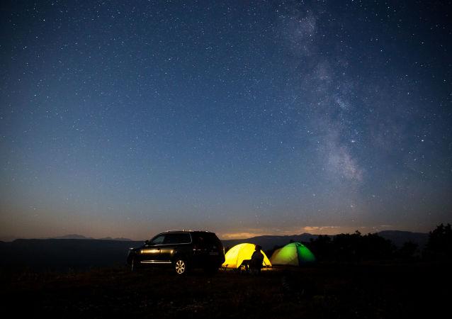 Gwiezdne niebo obserwowane w Kraju Krasnodarskim podczas deszczu meteorów Perseidów