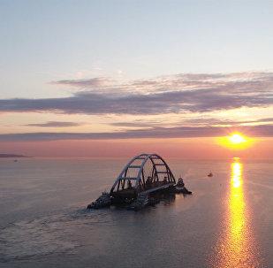Łuk drogowy Mostu Krymskiego gotowy do montażu