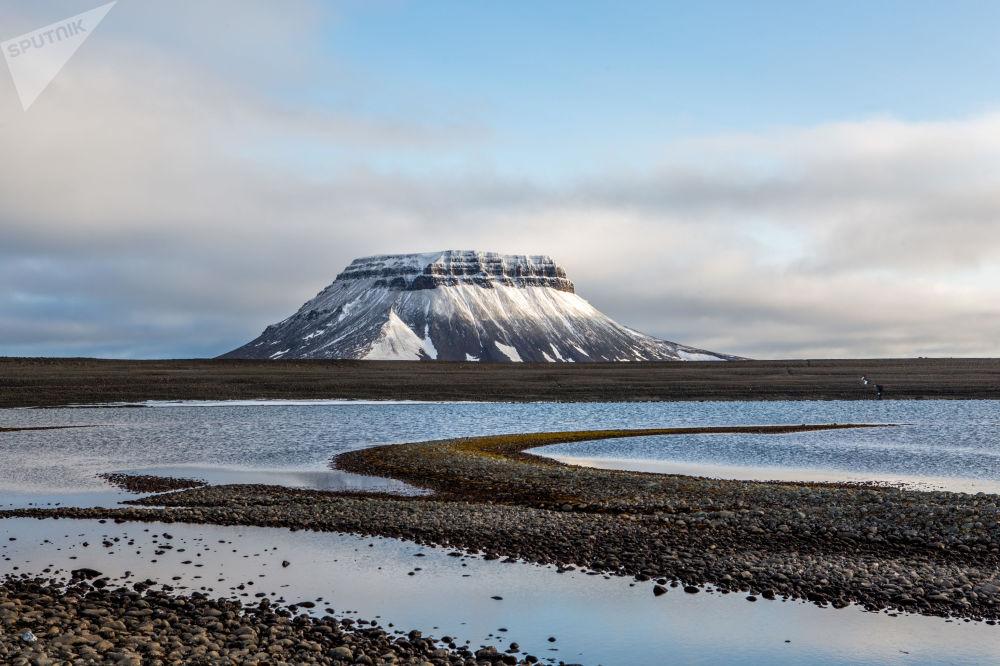 Krajobraz wyspy Bell archipelagu Ziemia Franciszka Józefa.