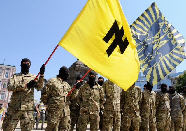 Członkowie batalionu Azow złożyli przysięgę na wierność Ukrainie w Kijowie przed wysłaniem do Donbasu