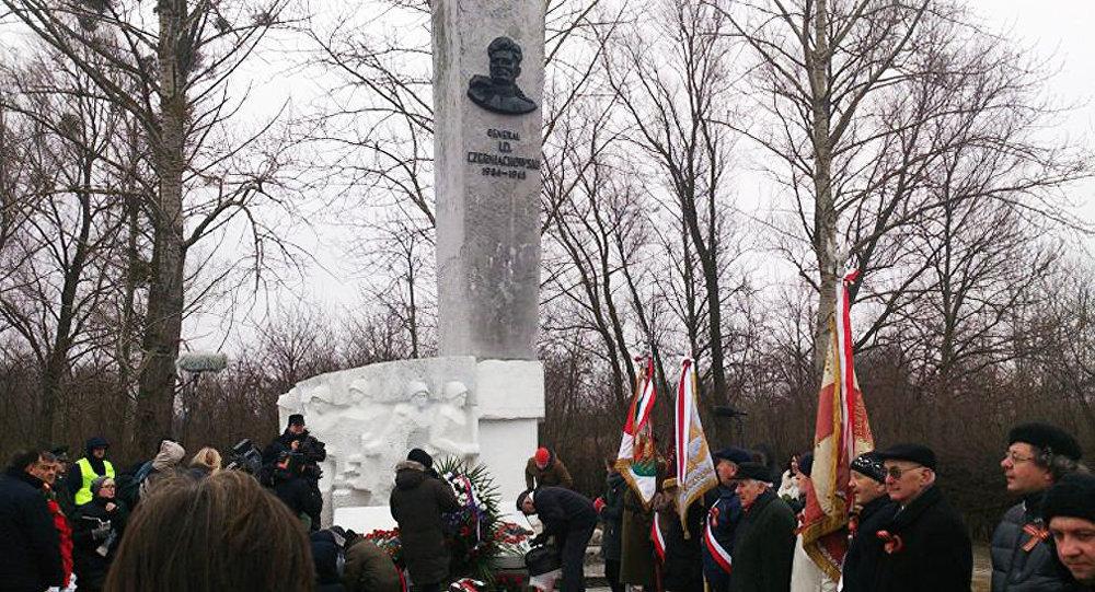 Pomnik Iwana Czerniachowskiego w Pieniężnie