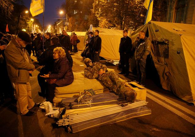 Obóz namiotowy pod budynkiem Rady w Kijowie