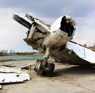 Wrak polskiego samolotu rządowego Tu-154 na chronionym terenie lotniska w Smoleńsku