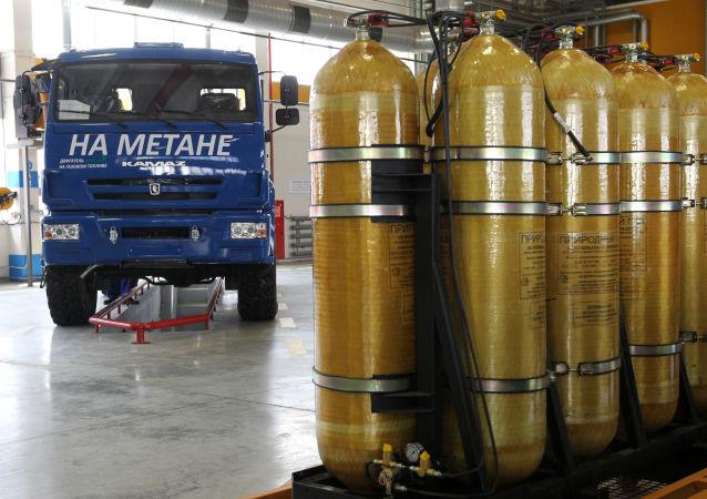 Ciężarówki z przemysłowymi butlami gazu