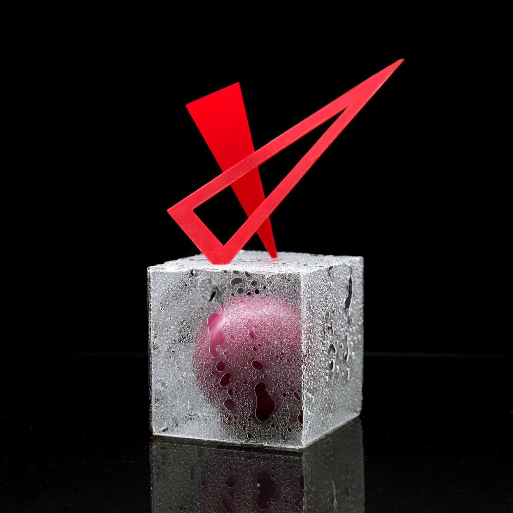 Kula w kwadracie – klasyka połączenia tego, co nie daje się połączyć. Futurystyczny tort Dinary bliźniaczo podobny do...