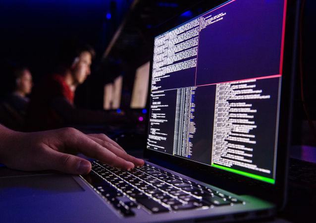 Wirus szantażysta na ekranie monitora
