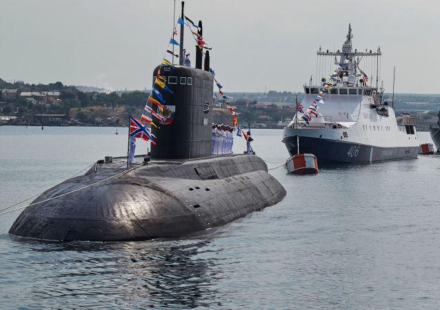 Okręty podwodne Rosji na paradzie w Sewastopolu