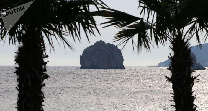 Skaliste wysepki Adałary w rejonie Hurzufu