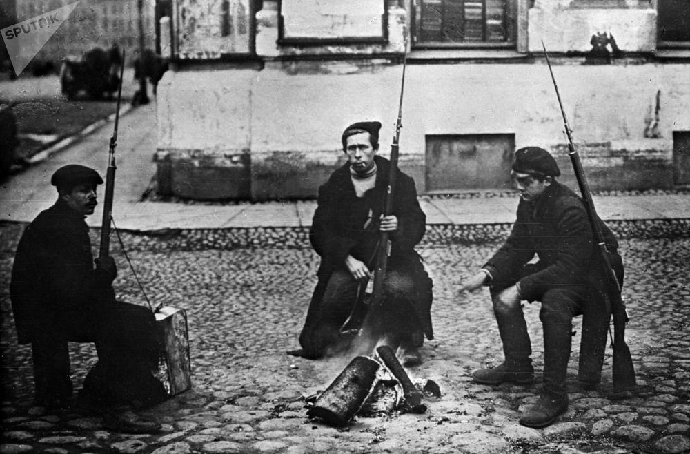 Archiwalne fotografie rewolucji październikowej, Piotrogród 1917 r.