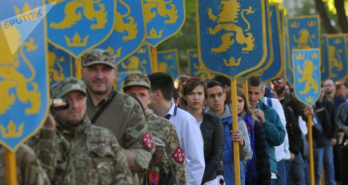 Uczestnicy marszu z okazji rocznicy utworzenia dywizji SS Galizien we Lwowie