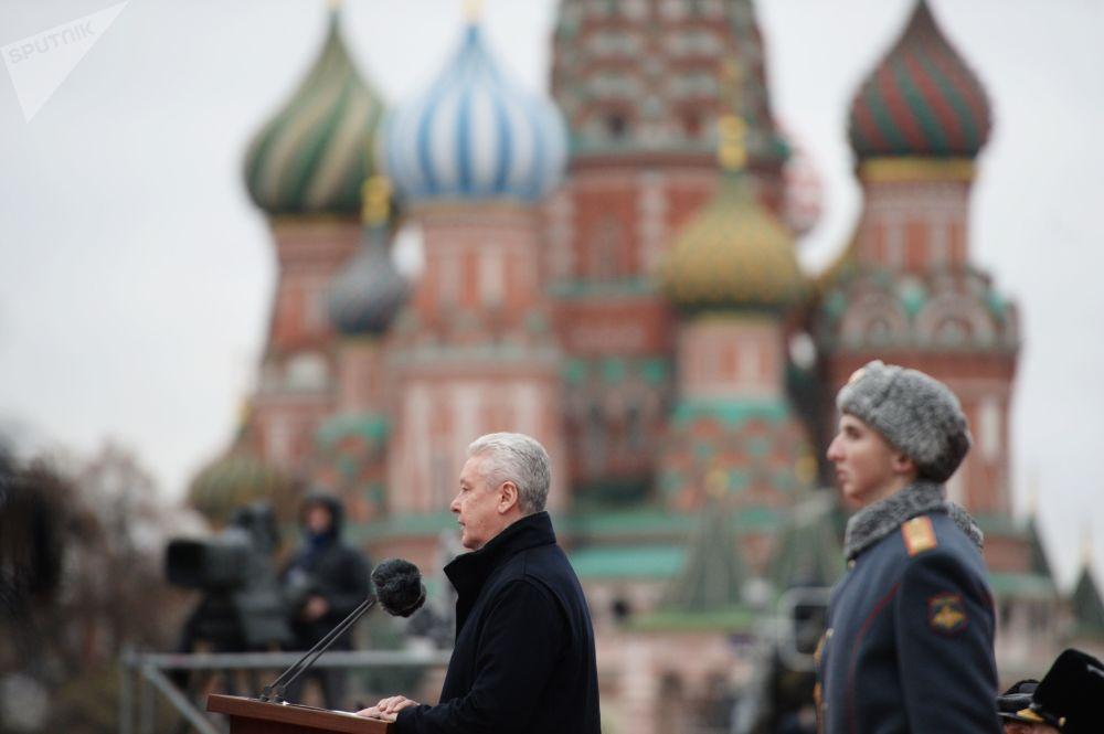 Przemówienie prezydenta Moskwy podczas marszu poświęconego 76. rocznicy wojskowej parady 1941 r.