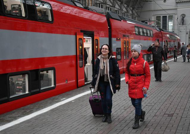 Dwupiętrowy pociąg w Moskwie