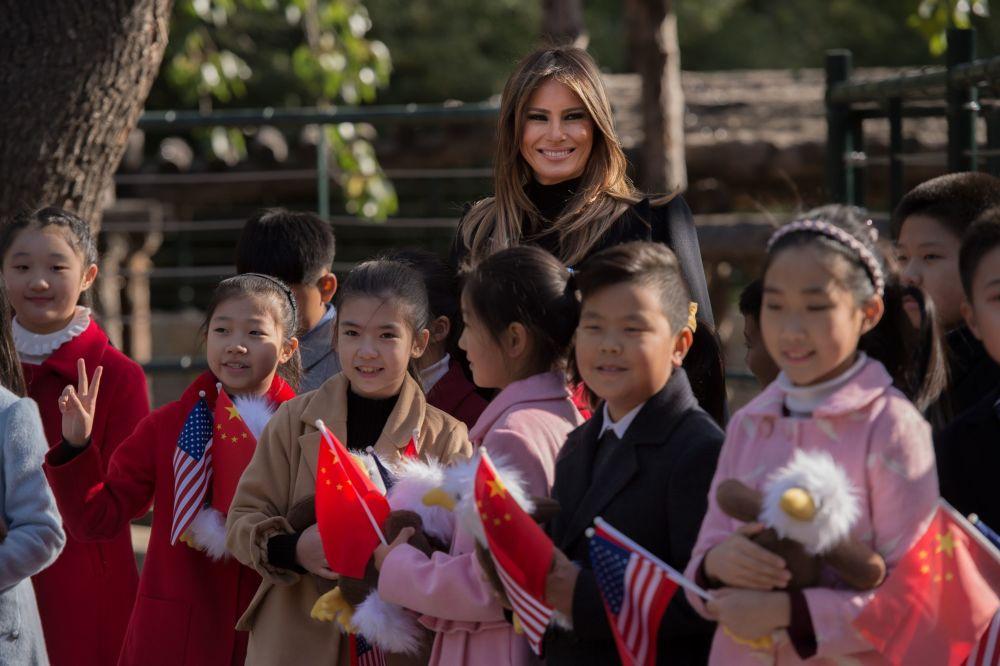 Melania Trump z dziećmi podczas wizyty w zoo