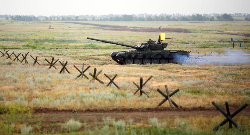 Czołg T-72B3 na poligonie