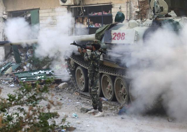 Libia: członkowie libijskiej armii w starciu z Daesh