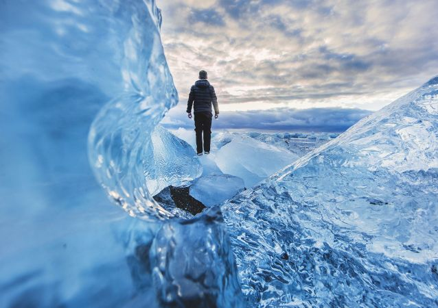 Człowiek na lodowcu