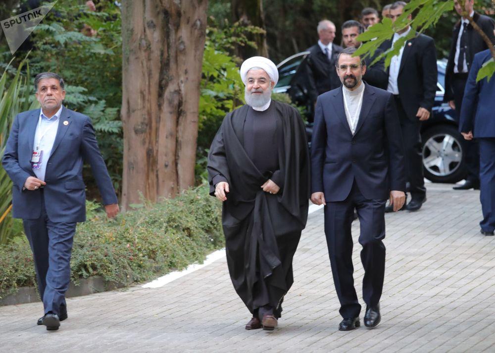 Prezydent Iranu Hasan Rouhani przed rozpoczęciem spotkania w Soczi