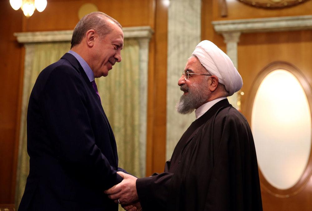 Prezydent Turcji Recep Erdogan i prezydent Iranu Hasan Rouhani podczas spotkania w Soczi