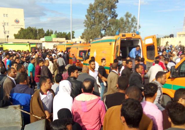 Zamach na meczet niedaleko egipskiego miasta Al-Arisz na północnym wybrzeżu półwyspu Synaj