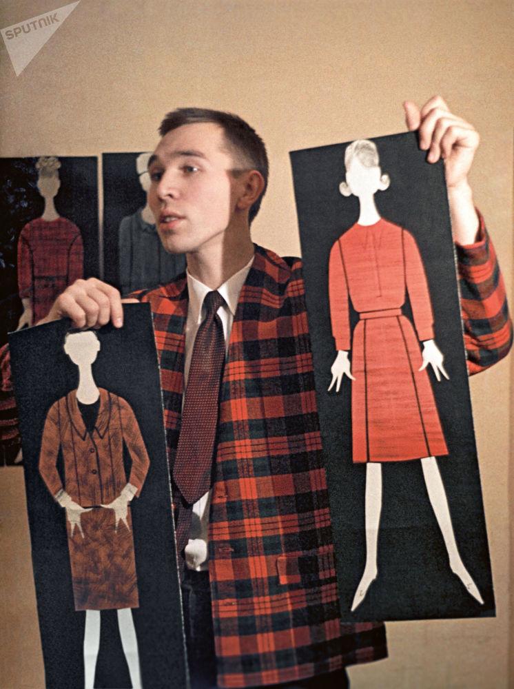 Projektant mody Wiaczesław Zajcew. 1964 rok.