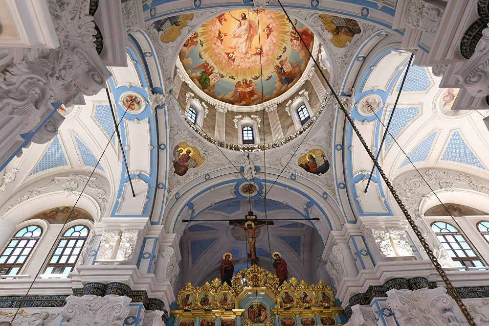 Wiele szczegółów wnętrza stworzyli inni znani rzemieślnicy z Białorusi: Stiepan Połubies i Ignatij Maksimow.