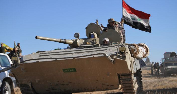 Czołg niszczy dżihadmobil