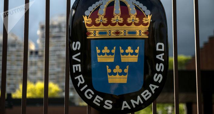 Herb Królestwa Szwecji w szwedzkiej ambasadzie w Federacji Rosyjskiej w Moskwie