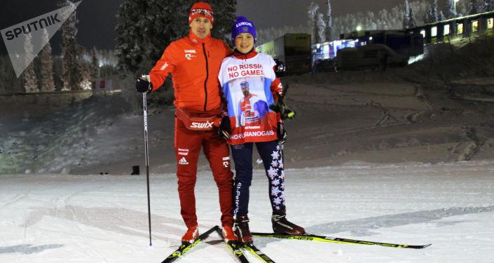 Uczeń z Petersburga Roman Starkow, który zorganizował na portalach społecznościowych flash mob poparcia dla rosyjskich sportowców z rosyjskim narciarzem Maksimem Wylegżaninem