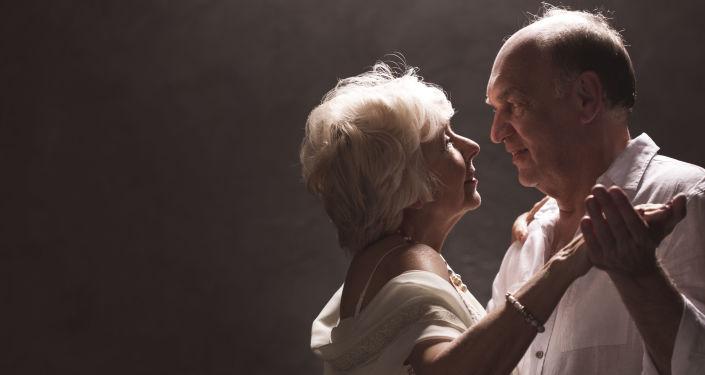 Tańcząca starsza para