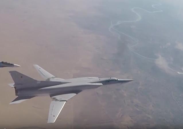 Bombowce dalekiego zasięgu Tu-22M3 zaatakowały pozycje  terrorystów w syryjskiej prowincji Dajr az-Zaur.