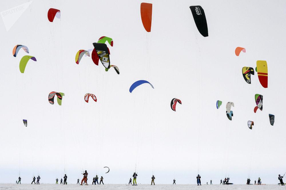Puchar Syberii w kitesurfingu na zbiorniku Nowosyberyjskiej Elektrowni Wodnej.